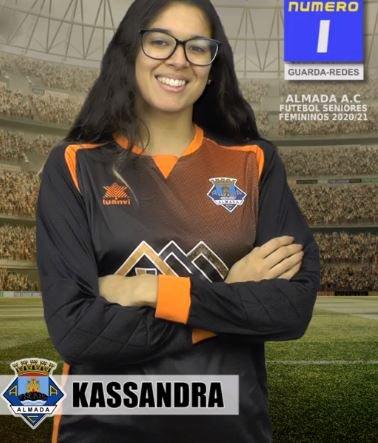 Futebol | Seniores Femininos | Kassandra renovou com o Almada AC