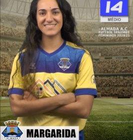 Futebol | Seniores Femininos | Margarida Santos renovou com o representar o Almada AC