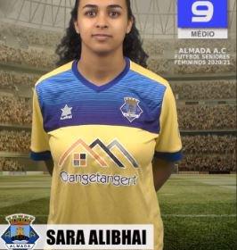 Futebol | Seniores Femininos | Sara Alibhai renovou com o representar o Almada AC