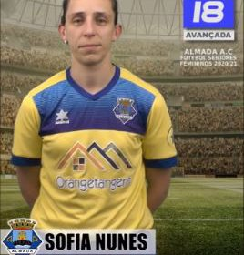 Futebol | Seniores Femininos | Sofia Nunes renovou com o representar o Almada AC