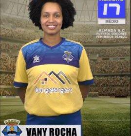 Futebol | Seniores Femininos | Vany Rocha renovou com o representar o Almada AC