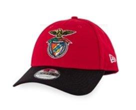 Boné Vermelho com Logo Cores e Pala Preta