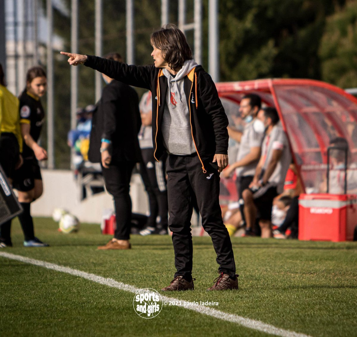 Treinadora Paula Pinho renova para 2021/22
