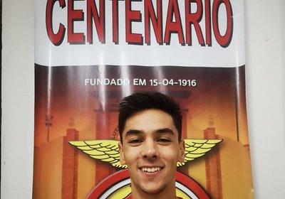 João Salas assina pelo Lusitano FC